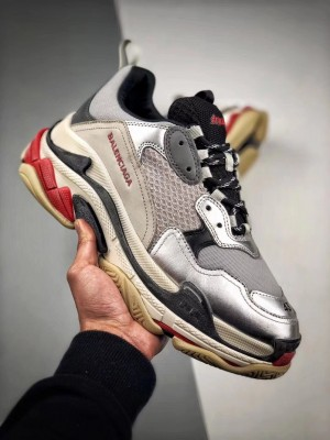 "Balenciaga Triple S Trainer ""シルバー"""