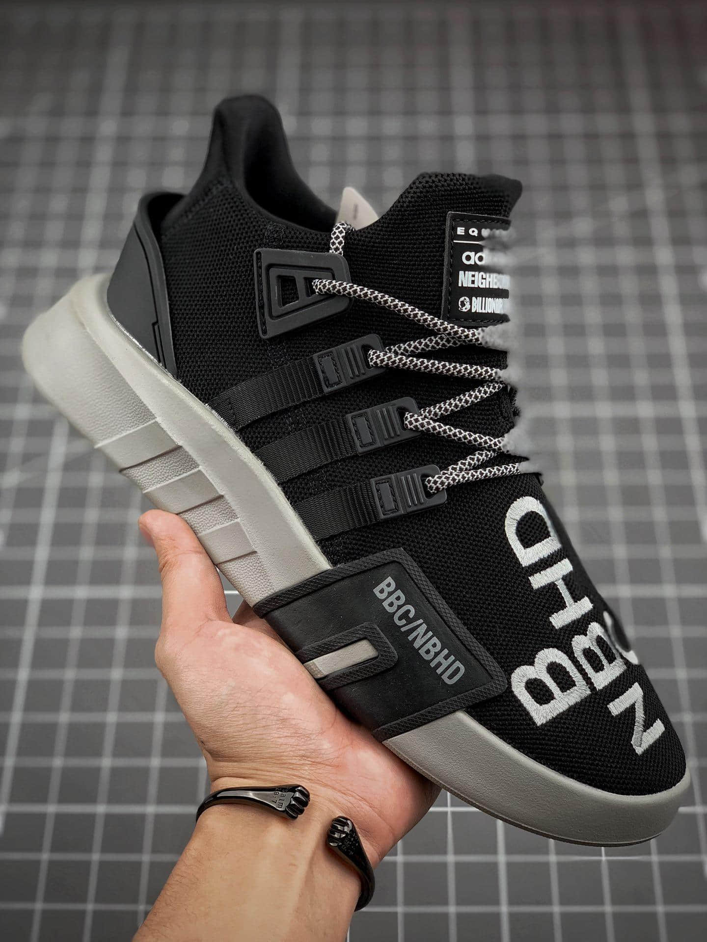 BBC x Neighborhood x アディダス EQT Bask ADV EE8104 (1)