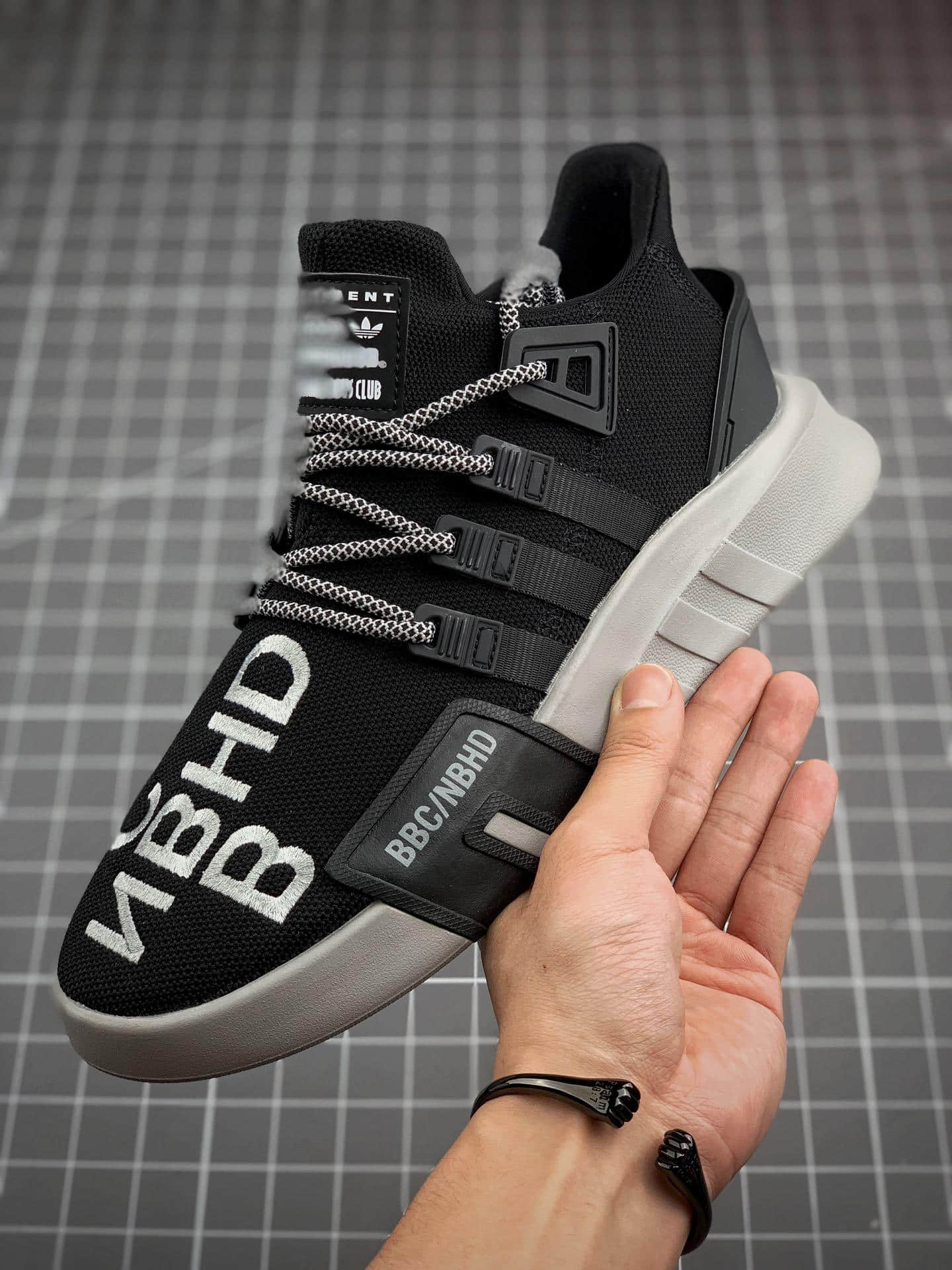 BBC x Neighborhood x アディダス EQT Bask ADV EE8104 (5)